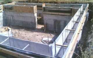 Как залить фундамент под дом с подвалом: особенности ленточного и блочного основания, заливка