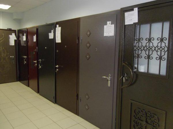 О металлической двери в подвал
