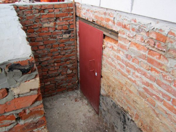 О двери в подвал