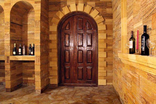 Дверь в погреб
