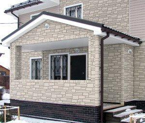 Фото дома, облицованного сайдингом.