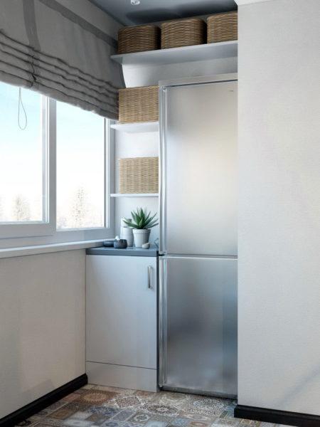 Холодильник в кладовке