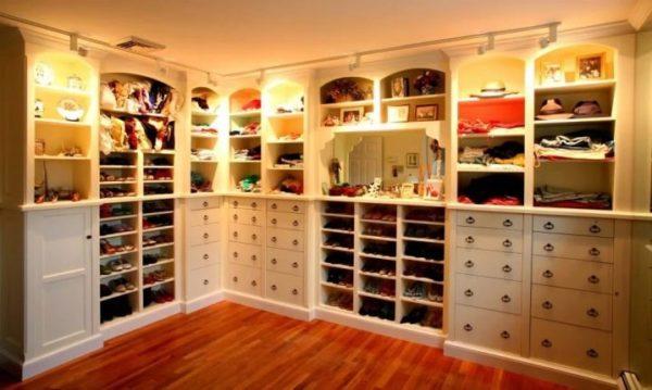 Кладовка для хранения вещей и хозтоваров