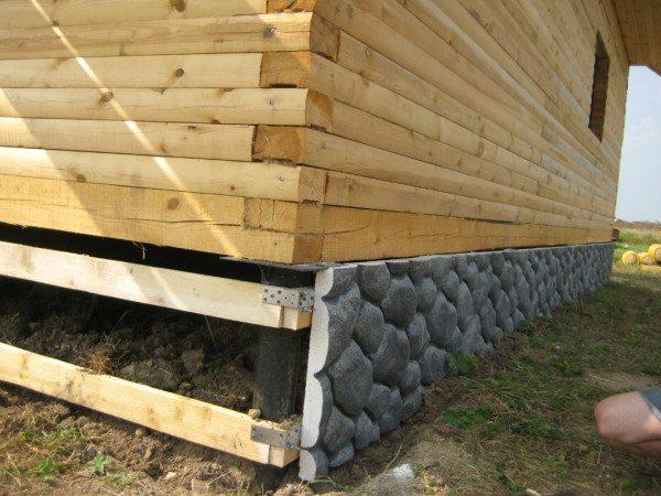 Отделка свайного фундамента фасадными плитами