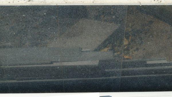 Отделка цоколя гранитом в плитах квадратной формы производится шов в шов