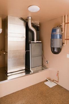 Ответ на вопрос, как правильно сделать вытяжку в погребе гаража, не обязательно сопряжён с монтажом такой сложной и дорогостоящей системы вентиляции