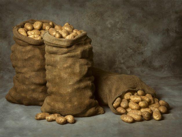 Картошка в мешках