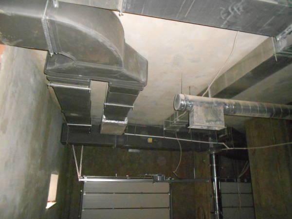 Принудительная вентиляционная система в подвальном ярусе.