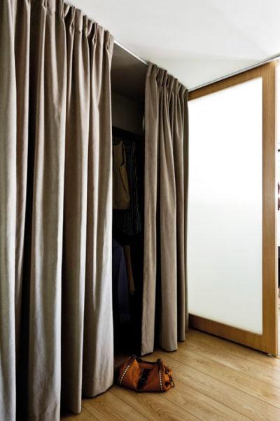 Шторные двери для кладовки
