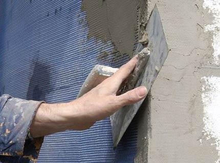 Штукатурить можно непосредственно по утеплителю с сеткой.
