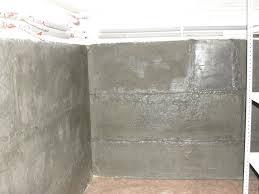 Стены бетонного погреба