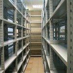 Существуют заводские стеллажи из металла, которые специально облегчают, что практически никак не отражается на их прочности