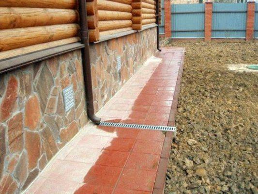 Цоколь деревянных домов выполняет множество важных функций.