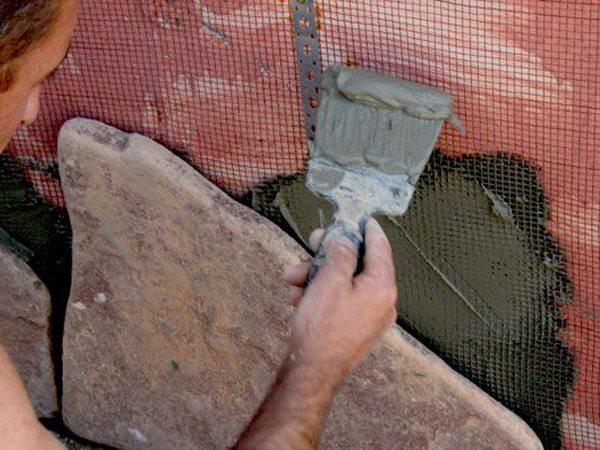 Укладка камня на монтажную сетку