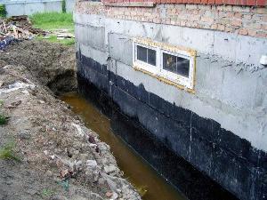 Вертикальная гидроизоляция фундамента.