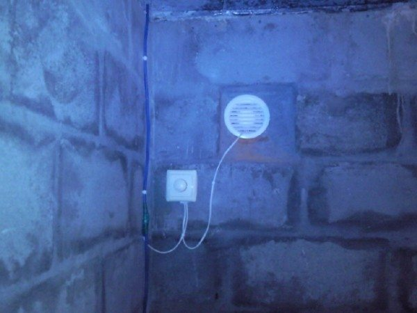 Вытяжной вентилятор с диммером.